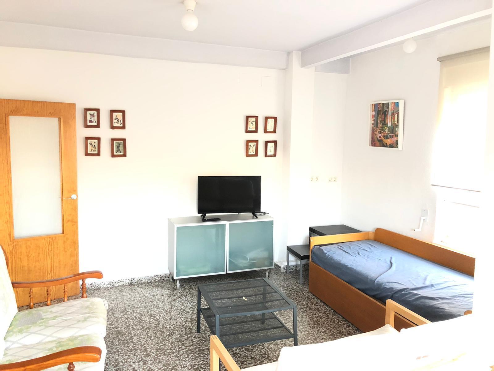 Single room with terrace in Ciudad Jardín.