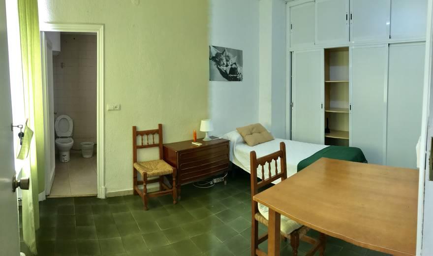 Cozy single Room at Centro