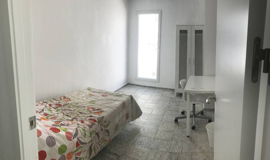 Bright room with terrace in the heart of Cordoba.