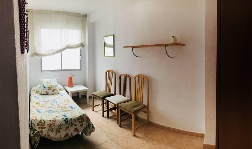Comfortable single Room at Avenida Barcelona